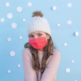 niña con mascarilla navideña