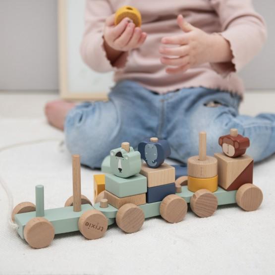 tren con animales de madera